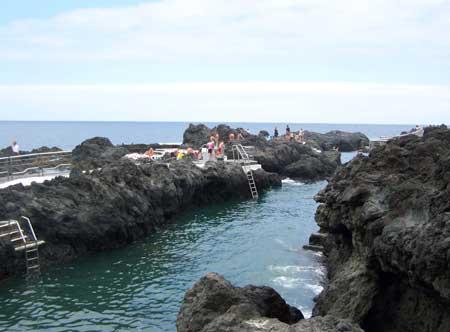 Piscinas naturales de el calet n playas de tenerife gu a for Piscina natural tenerife
